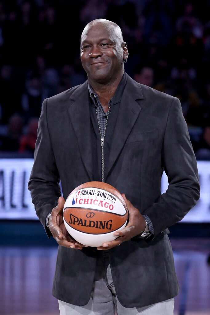 Michael Jordan, propriétaire des Charlotte Hornets, participe à une cérémonie en l'honneur du match des étoiles NBA 2020. (Photo de Streeter Lecka/Getty Images)
