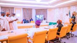 Da dumi-dumi: Hotuna sun bayyana yayin da Buhari ya rantsar da sabbin kwamishinonin INEC
