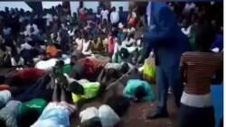 Tirkashi: Bidiyon yadda wani Fasto yake yiwa mambobinsa bulala saboda sun daina zuwa coci