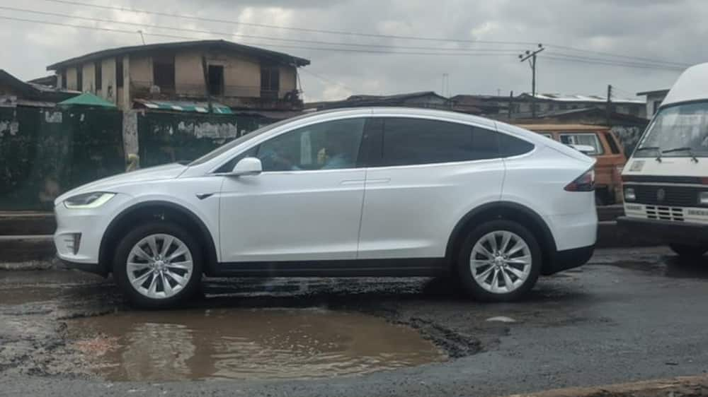 Photo of Tesla electric car trying to avoid big pothole in Lagos causes frenzy online
