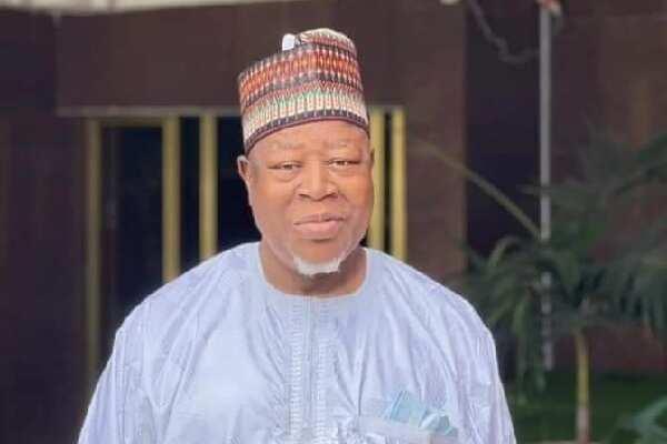 Da Ɗumi-Ɗumi: Kwamishin Sokoto, Tureta, Ya Rugamu Gidan Gaskiya Bayan Shafe Shekara 14 a Ofis