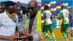 Jubilation as billionaire businessman redeems N20m pledge to victorious Super Eagles stars