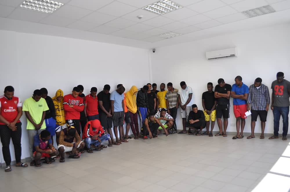 EFCC arrests 29 suspected internet fraudsters in Imo state