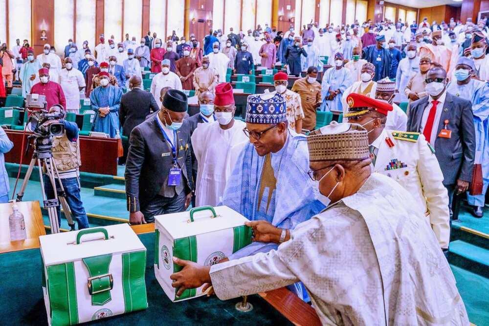 An bankado badakalar kimanin N40bn a kasafin kudin 2021 da gwamnatin Buhari tayi