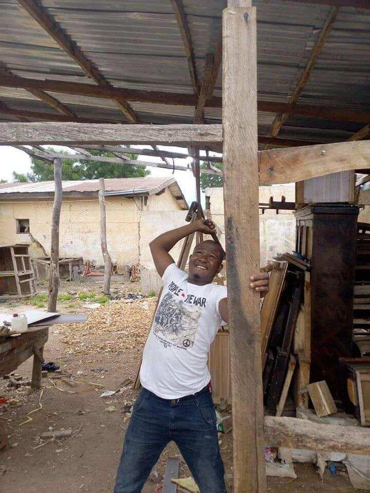 Hotuna: Magoya bayan APC sun ragargza shagunan wasu 'yan kasuwa da suka koma PDP
