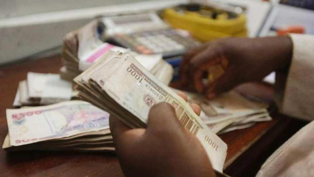 Karyewar darajar Naira akan Dala: Ƴan Nigeria sun yi cece-kuce