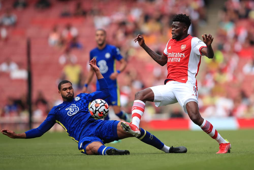 Arsenal star gives Mikel Arteta injury scare after limping off in defeat to Chelsea