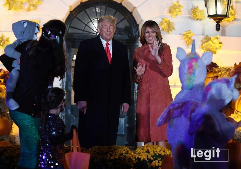 Le président américain Donald Trump et la première dame Melania Trump lors d'une célébration d'Halloween à la Maison Blanche à Washington, DC, le 25 octobre 2020. (Photo d'Olivier DOULIERY / AFP)