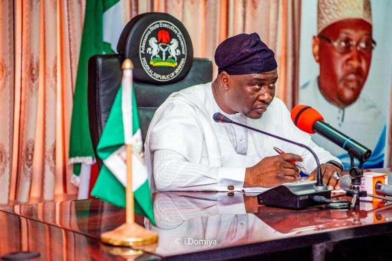 Gwamna Fintiri zai biya ma'aikata a Adamawa karancin albashin N32,000 - Latest News in Nigeria & Breaking Naija News 24/7 | LEGIT.NG