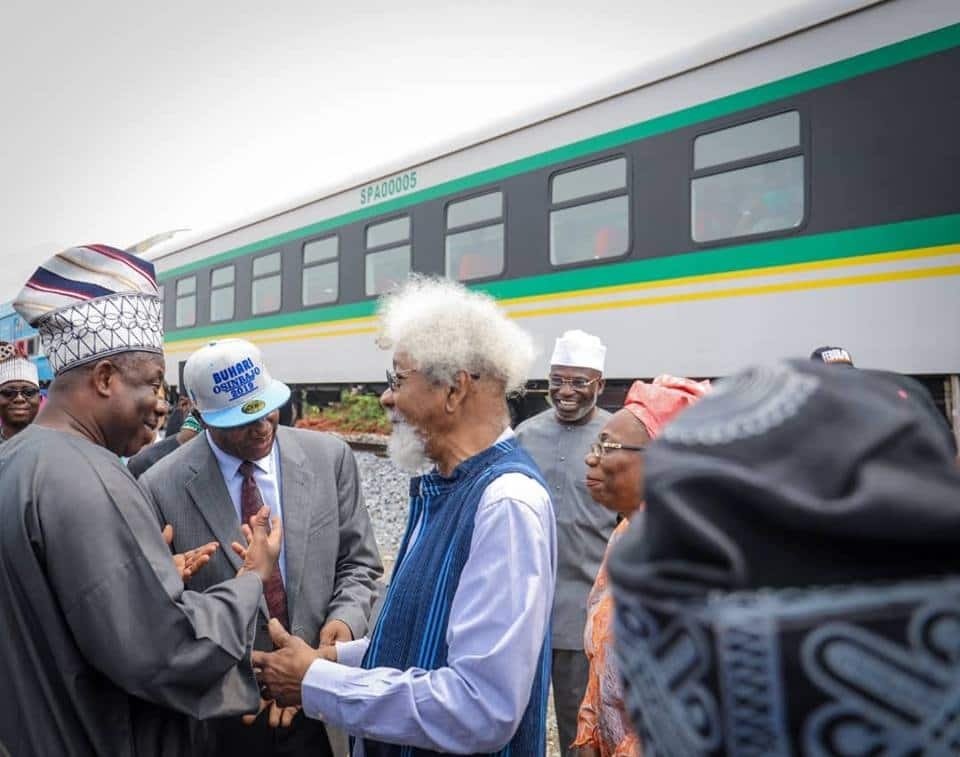 Soyinka in Abeokuta at an event to welcome the governor and others who took the train ride. Source: Ibikunle Amosun