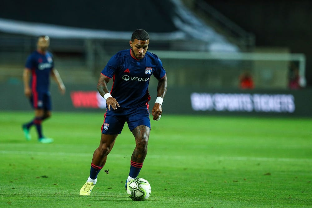 Memphis Depay reportedly agrees personal terms to join Barcelona