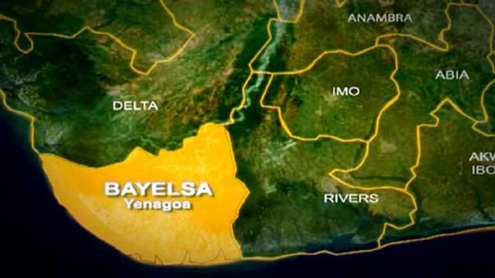 BREAKING: Gunmen attack Bayelsa hospital, rob patients, doctors