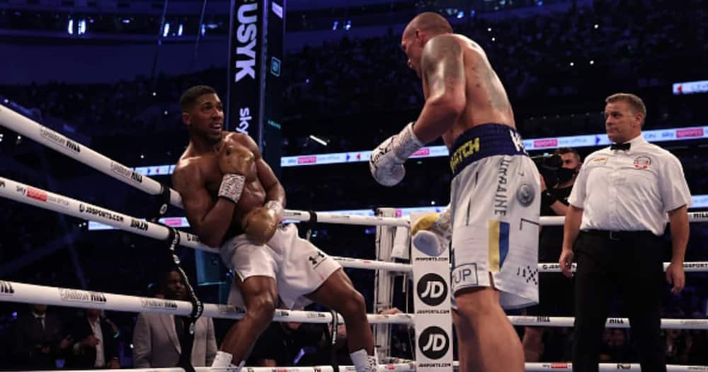 Oleksandr Usyk of Ukraine fights Anthony Joshua of Great Britain during the Heavyweight Title Fight between Anthony Joshua and Oleksandr Usyk at Tottenham Hotspur Stadium on September 25, 2021 in London, England. (Photo by Julian Finney/Getty Images)