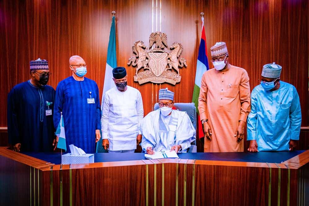 Buhari signs supplementary budget