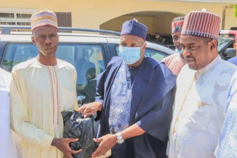 Rabon kwado: Gwamna Inuwa Yahaya ya ba wanda ya yi wa Buhari tattaki kyautar mota da N2m