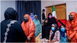 Hotunan ziyarar ta'aziyyar da Aisha Buhari ta kaiwa matar Janar Attahiru sun bayyana