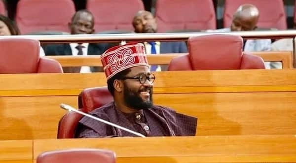 Where is Desmond Elliot from