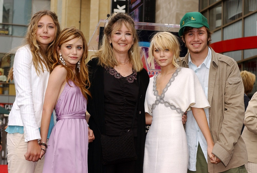 Mary Kate and Ashley Olsen siblings