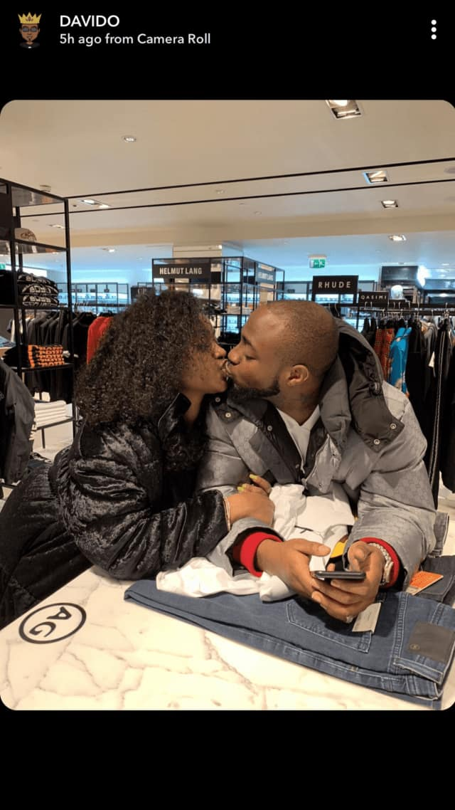 Davido and Chioma spotted sharing a passionate kiss in London (photo)