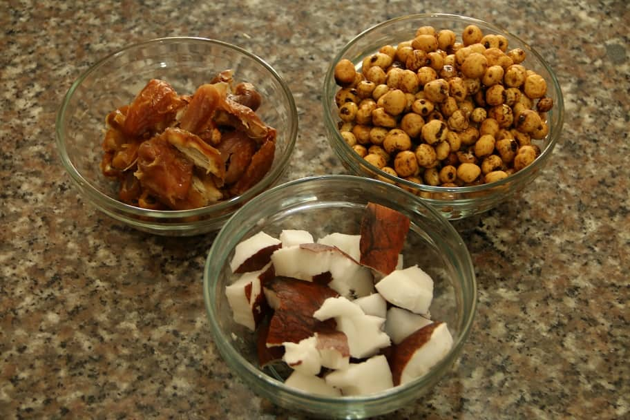 Tiger nuts, dates and coconut