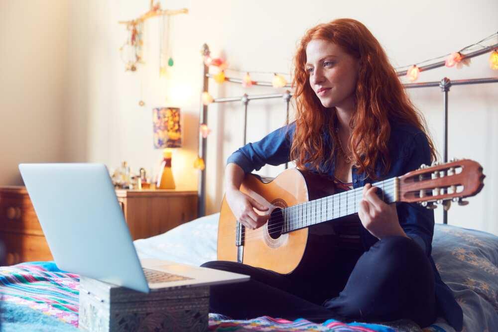 Comment apprendre la guitare seul: 10 conseils essentiels