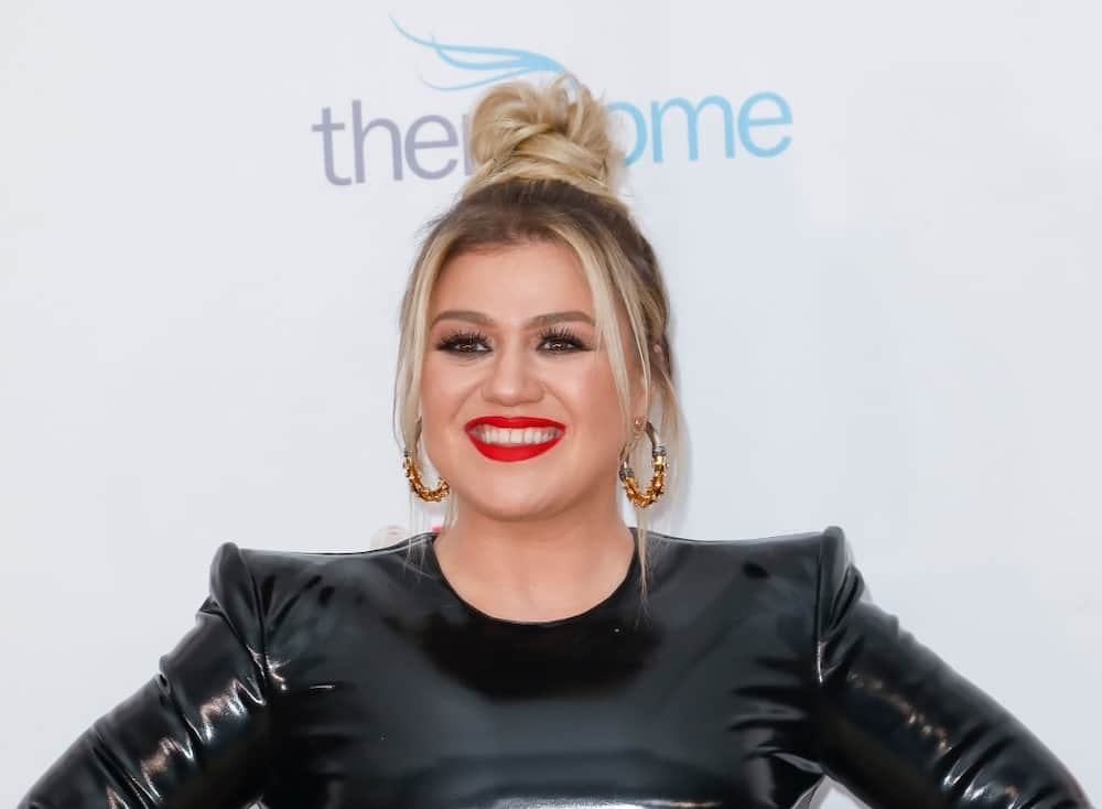 What is Kelly Clarkson's net worth