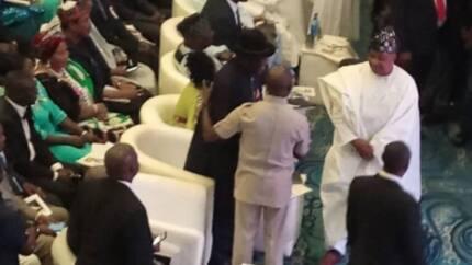 Yadda Obasanjo da Oshiomole suka rikita jama'a a bikin kaddamar da littafin Jonathan
