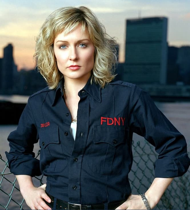 Amy Carlson hot