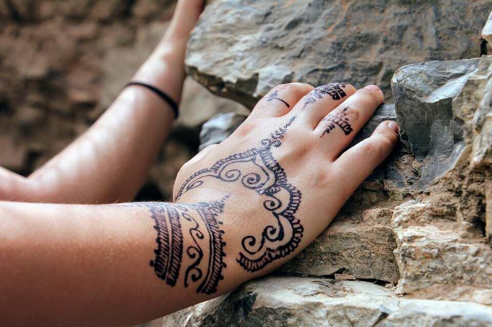 Crown henna style