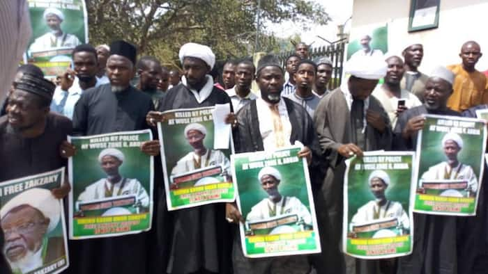 Breaking: Shiite members block National Assembly entrance
