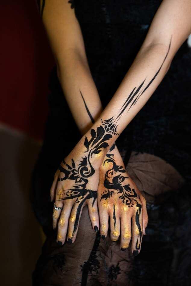 Minimalist henna art