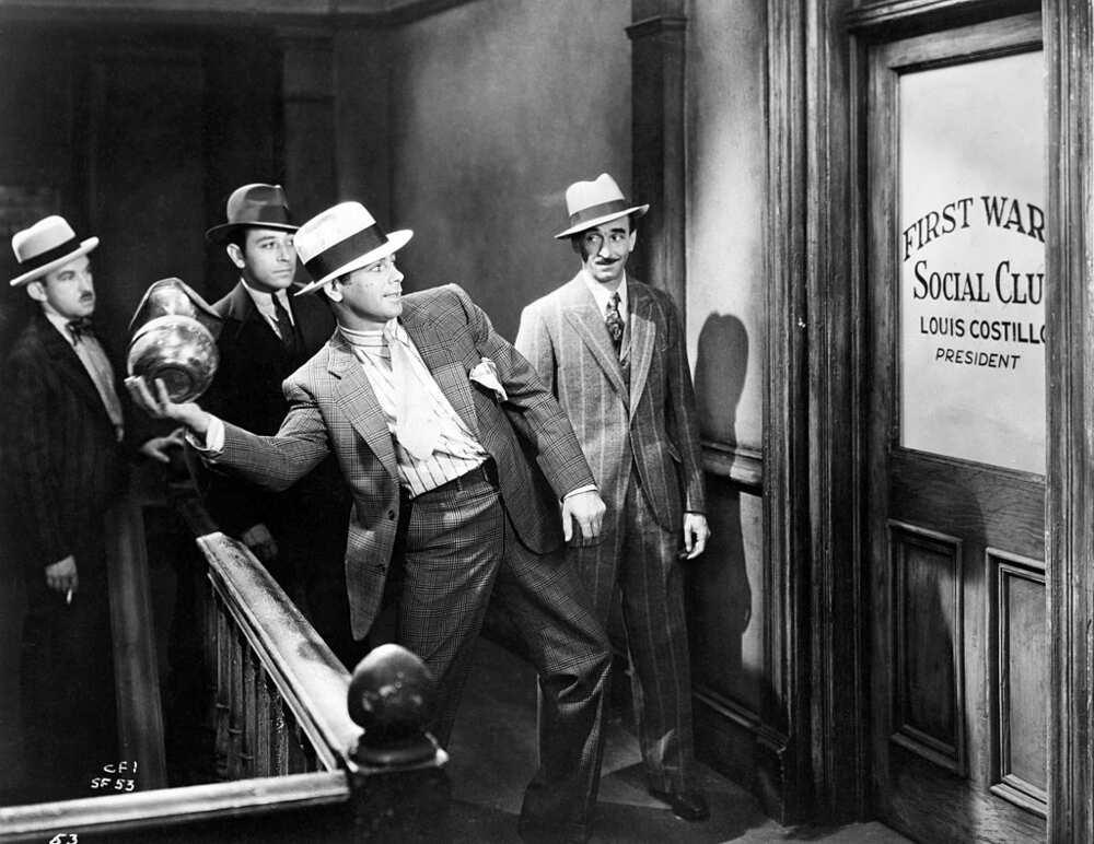 Scène du film Scarface de 1932, avec Paul Muni