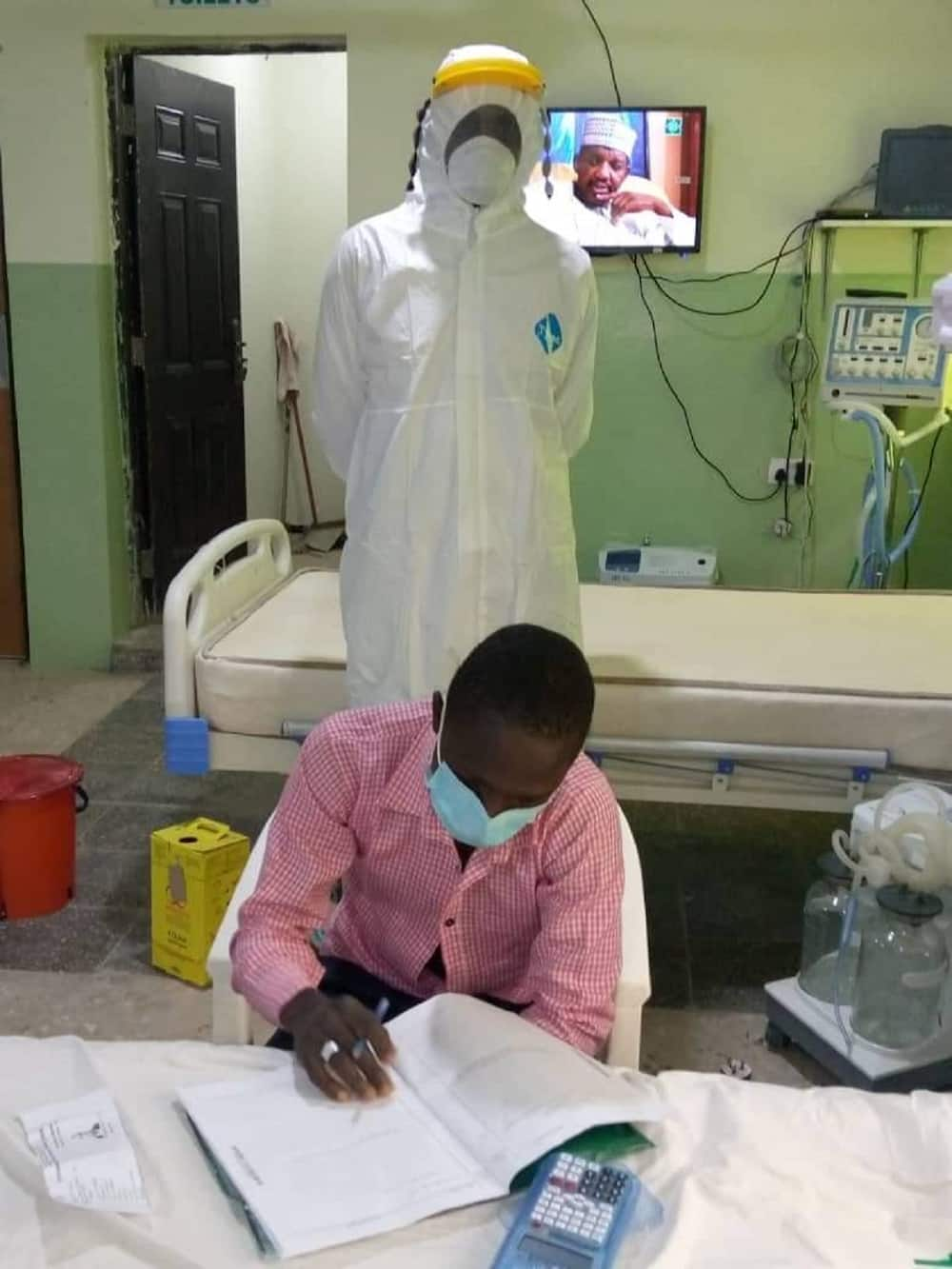 Hotuna: Yadda dalibin sakandare mai korona ke rubuta SSCE a Gombe