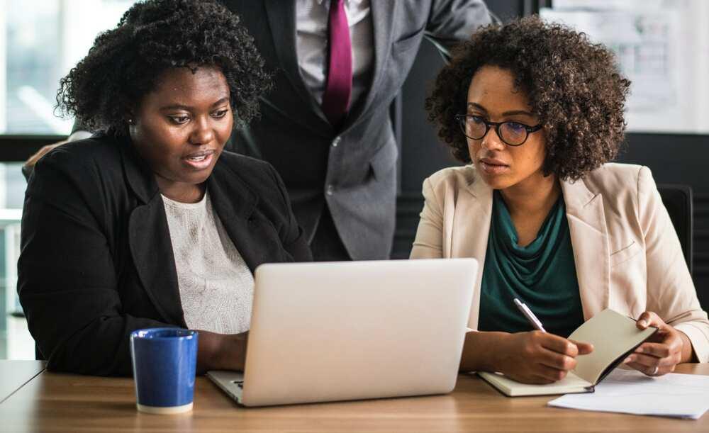 Women analyzing reasons for job change
