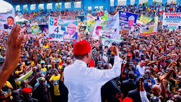 2023: Okowa advises Delta Central to remain united, receives new PDP members