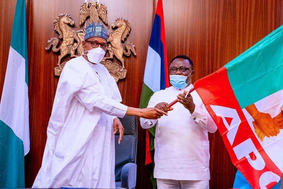Da Dumi-Dumi: Shugaba Buhari ya karbi gwamnonin PDP da suka sauya sheka zuwa APC