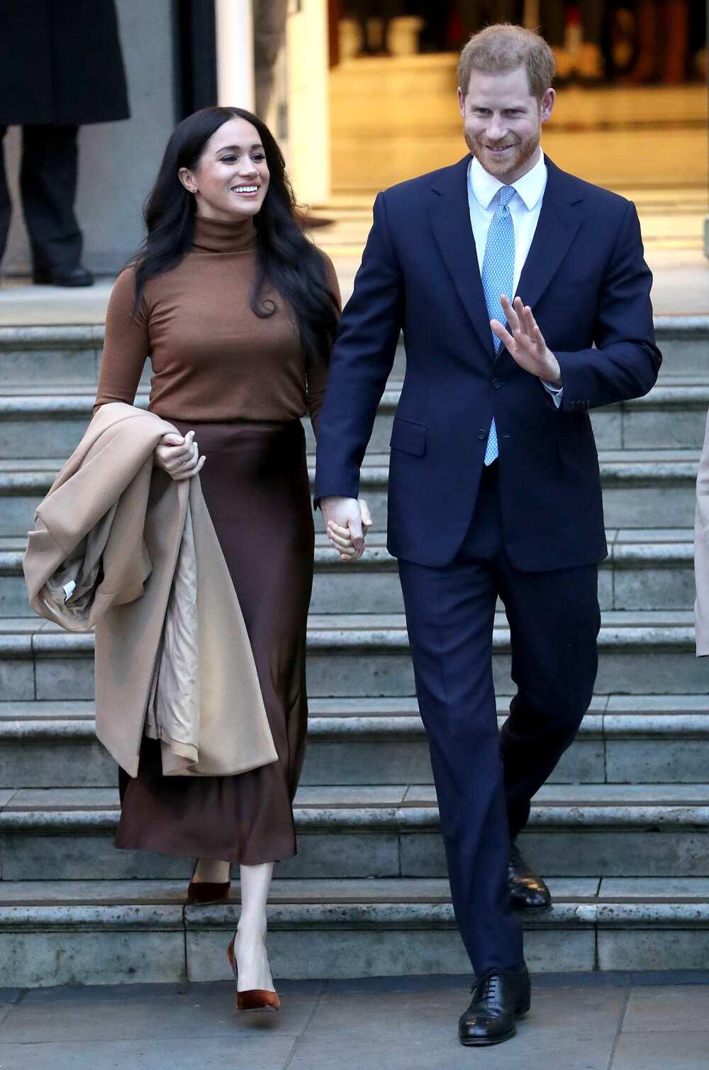 Le prince Harry, duc de Sussex et Meghan, duchesse de Sussex quittent la Maison du Canada le 7 janvier 2020 à Londres, en Angleterre. (Photo de Chris Jackson)