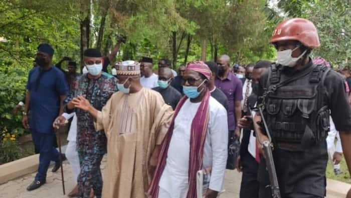 2023: APC in serious trouble as ex-governor, whole party join PDP