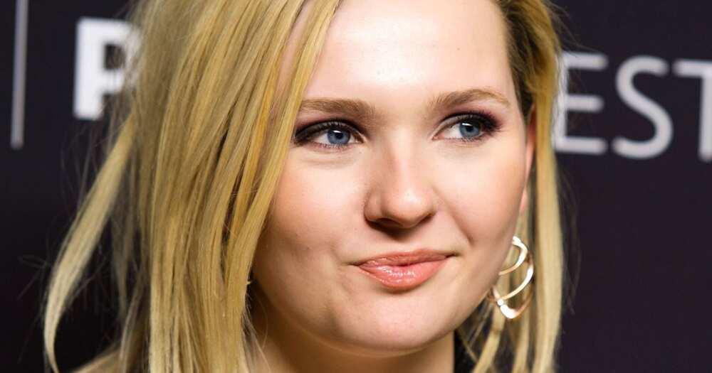 Hot blonde actresses under 25