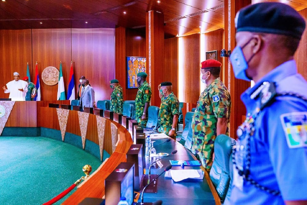 Buhari presides over security council meeting with service chiefs