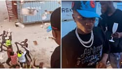 Wizkid causes frenzy as he makes cash rain on fans during visit to Lagos beach
