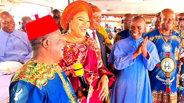 Gwamna ya gwangwaje Mbaka da N30m, doya 200 da buhun shinkafa 100 don ya daina sukar Buhari