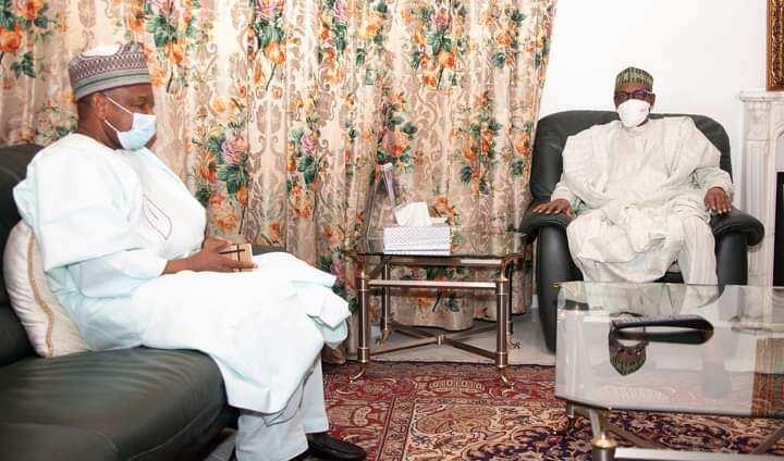 Shugaba Buhari tare da Atiku Bagudu