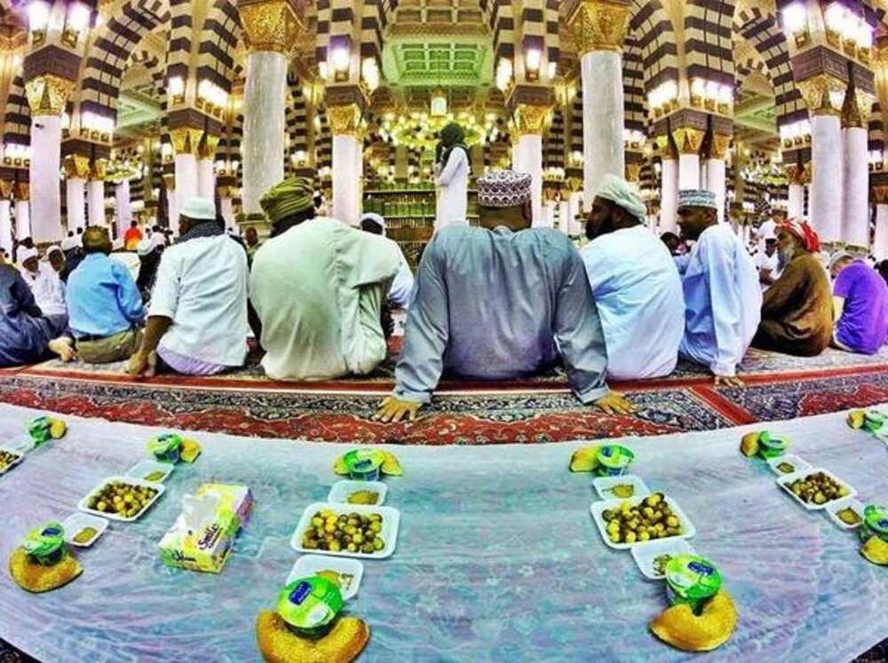 Azumin Ramadana: Saudiyya ta hana sahur da buda-baki a masallatan ƙasar