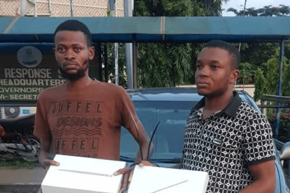 South Africa returnee, one other nabbed for alleged robbery in Lagos - Legit.ng