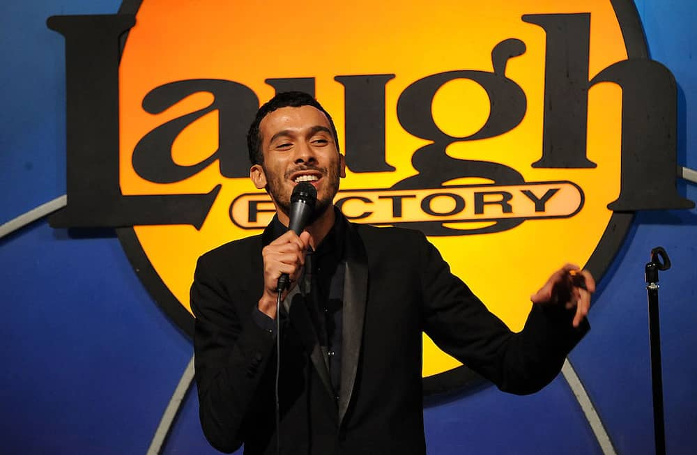 Mustapha El Atrassi: professionnel de la blague d'humour noir
