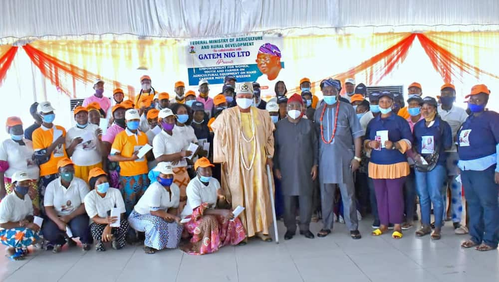 Joy as 200 traders, artisans benefit from lawmaker's empowerment programme in Lagos