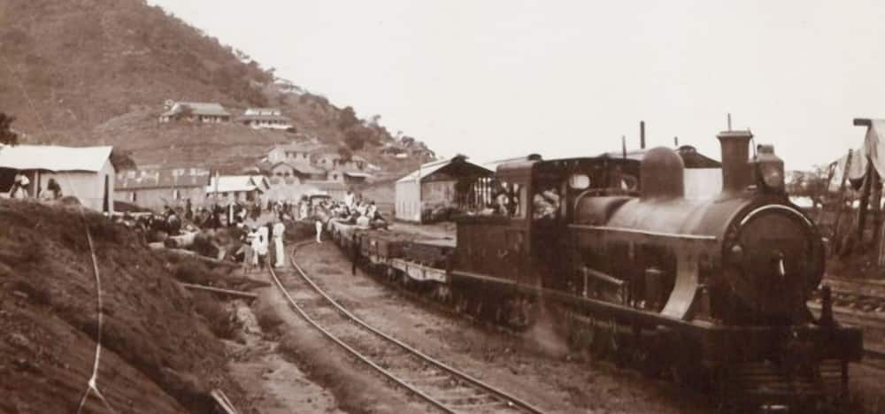 A photo showing a railway with a train in Lagos. Photo source: Google Arts & Culture