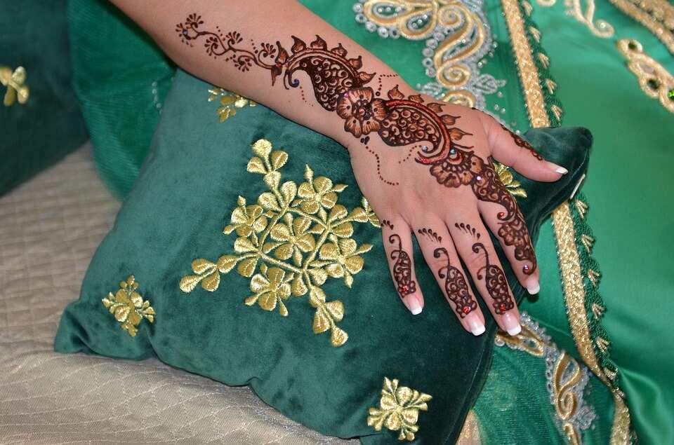 Complex flower henna