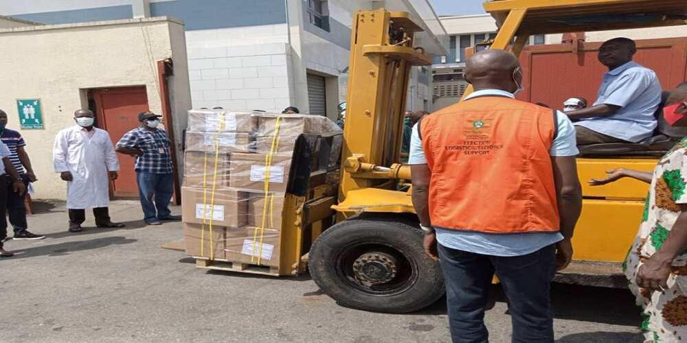 Hotuna: INEC ta rarrabe kayyakin zaben jihar Edo